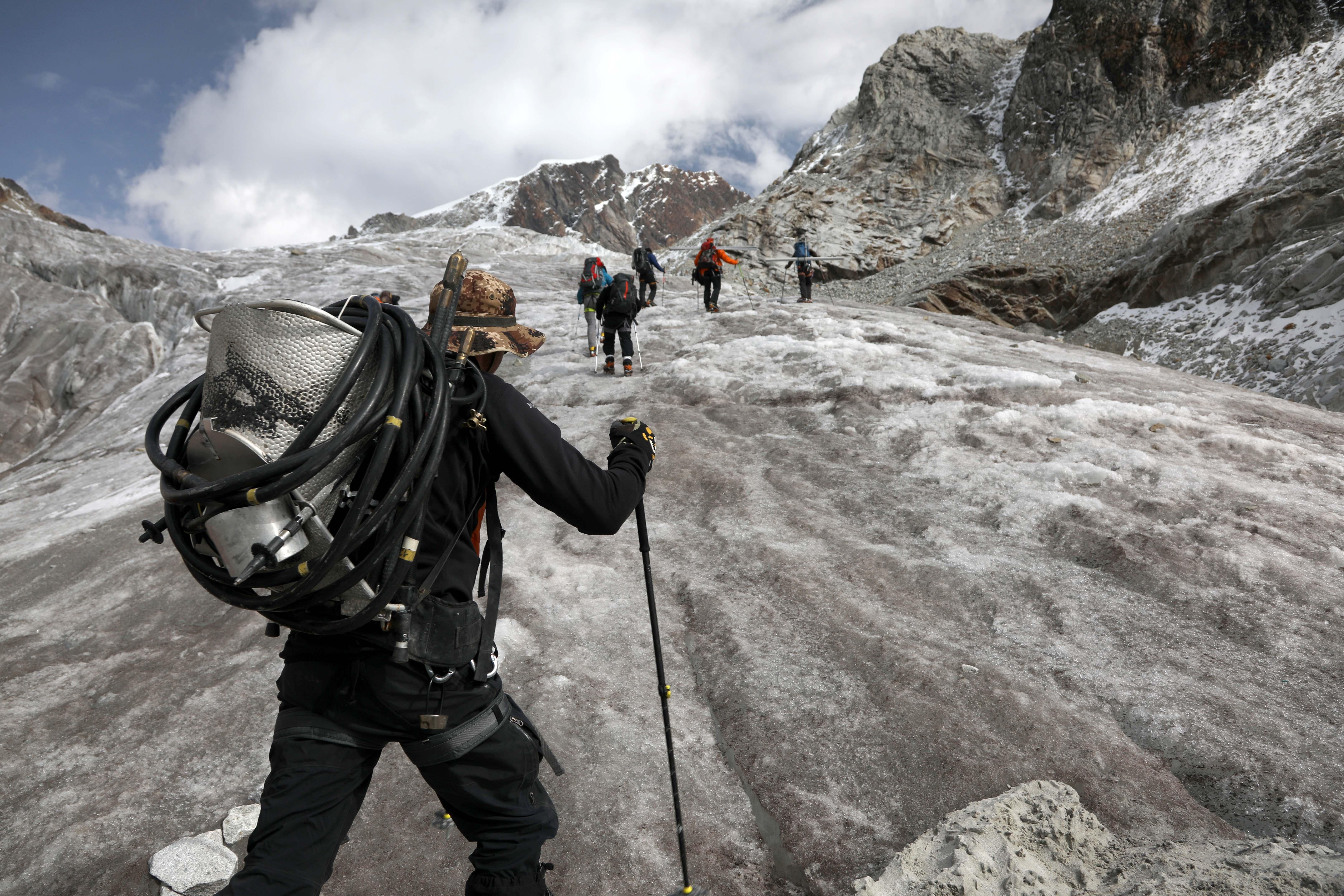 Acclimatation pahse 3 à 5000 mètres sur la glacier du Zongo ©Sarah Del Ben/Wild Touch/Fondation UGA