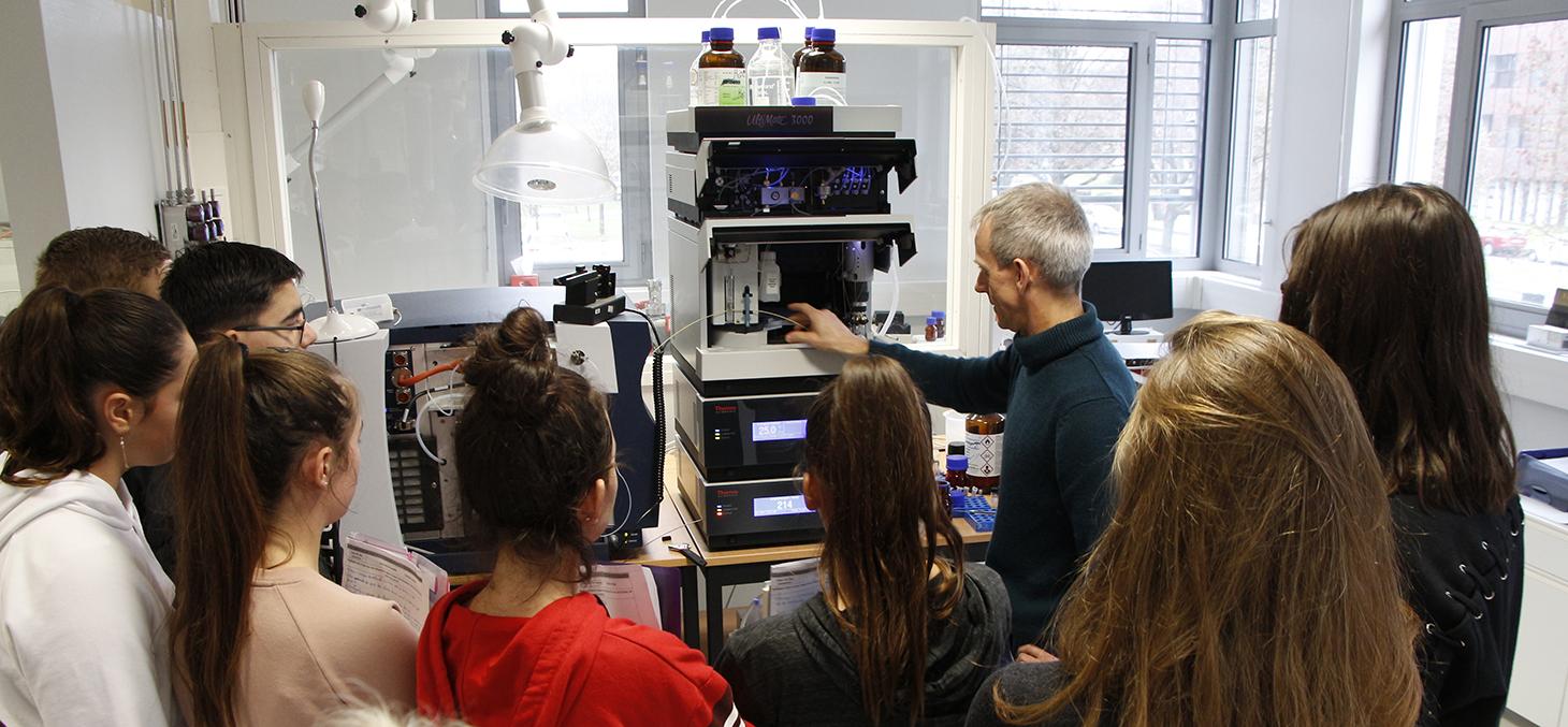 Visite de collégiens au Département de chimie moléculaire / Géraldine Fabre - UGA