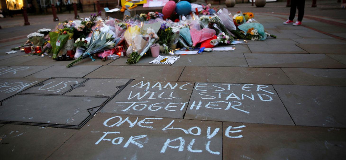Hommage aux victimes de l'attentat de Manchester.