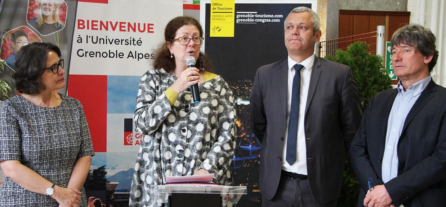 De gauche à droite : Laura Abou Haidar, Directrice du CUEF ; Lise Dumasy Présidente de l'UGA ; Fabrice Hugelé Vice Président Grenoble Alpes Métropole et Président de l'Office du tourisme ; Yves Exbrayat Directeur de l'Office du tourisme.