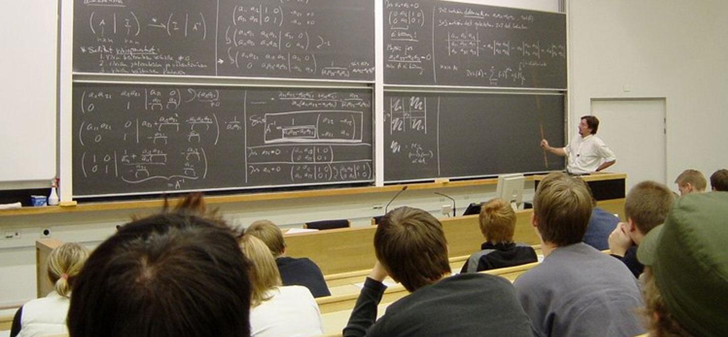 Cours de mathématique à l'Université technologique d'Helsinki © Tungsten / Wikimedia