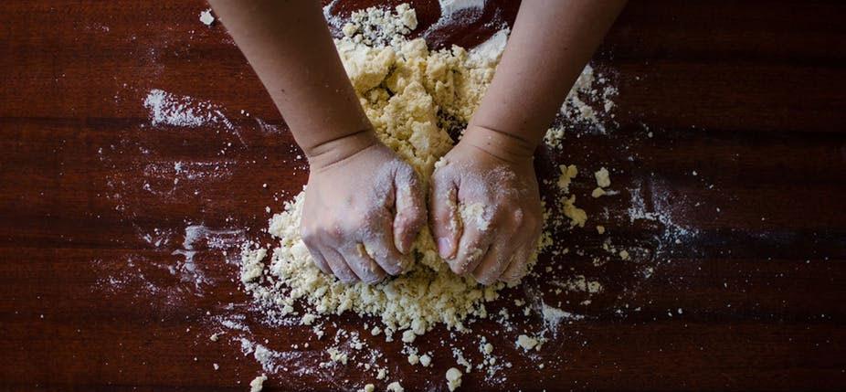 En cuisine, sans robot. © Pixabay, CC BY-SA