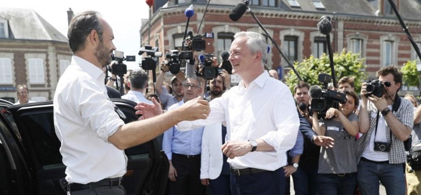Le premier ministre Edouard Philippe (à gauche) venu soutenir Bruno Le Maire (à droit), ex-candidat de droite et désormais sous les couleurs de la République en marche, le 28 mai, dans l'Eure. © Thomas Samson / AFP