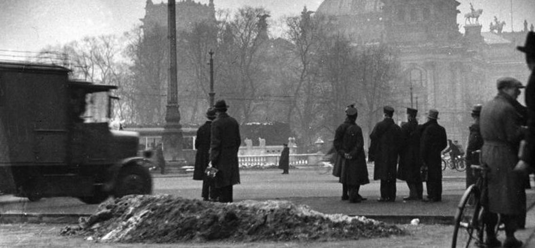 Au lendemain de l'incendie du Reichstag, à Berlin, en février 1933 © Wikimedia