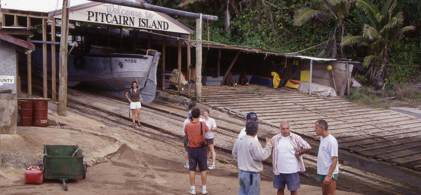 Le port de l'île de Pitcairn en Polynésie © Colin Devey