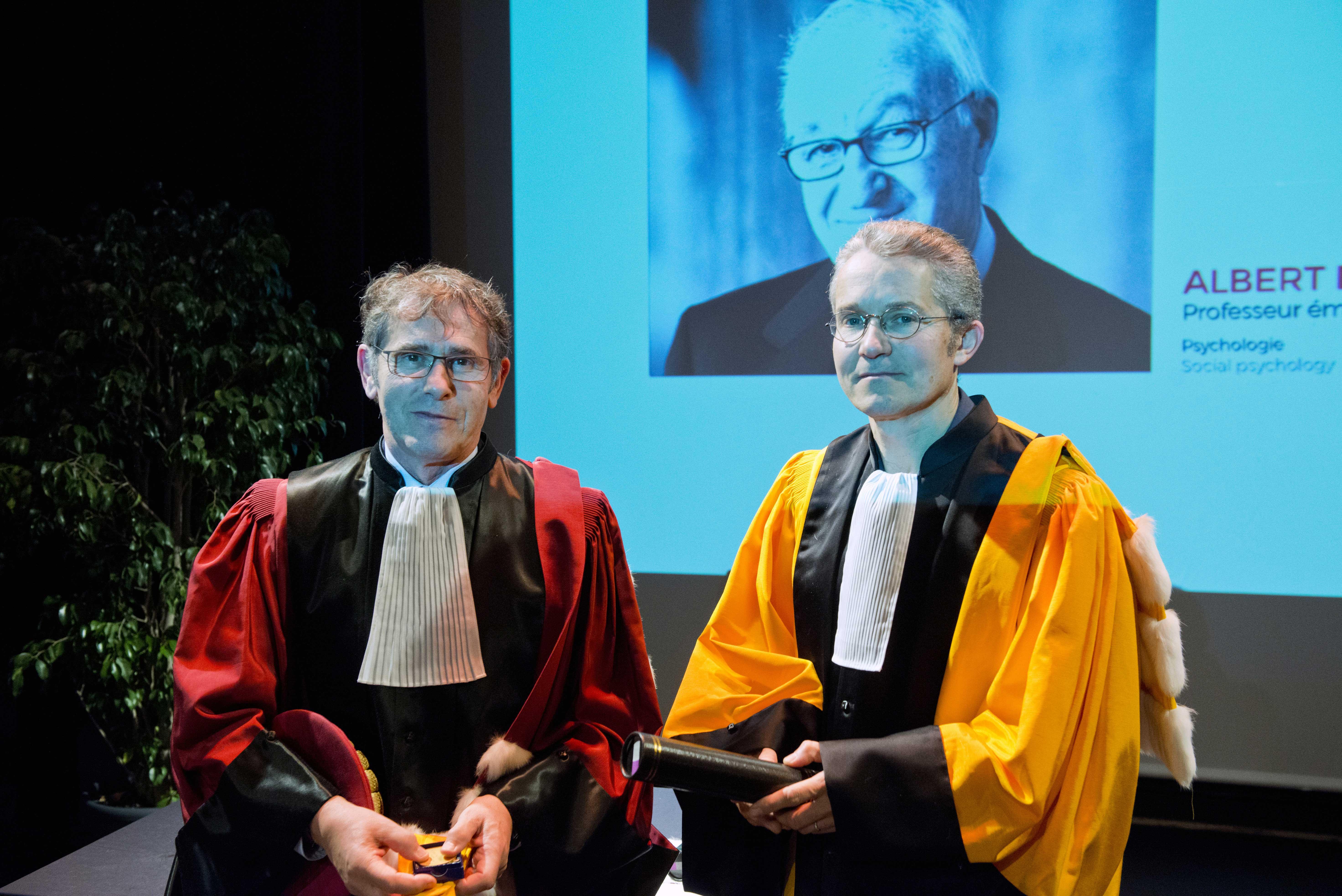 Remise symbolique des insignes de Docteur Honoris Causa à Albert Bandura (excusé pour la cérémonie)