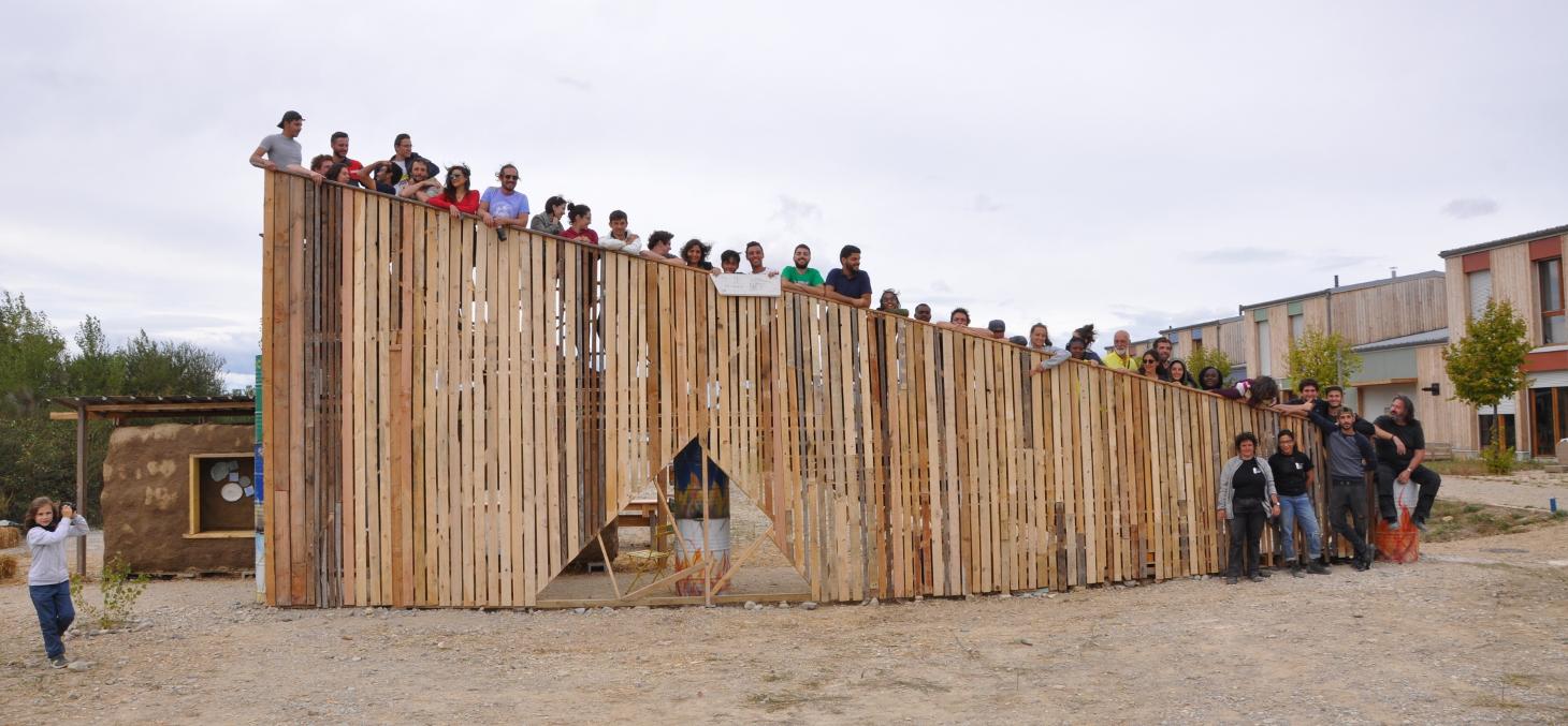 La porte aux étoiles -Ateliers de construction en matériaux soutenables
