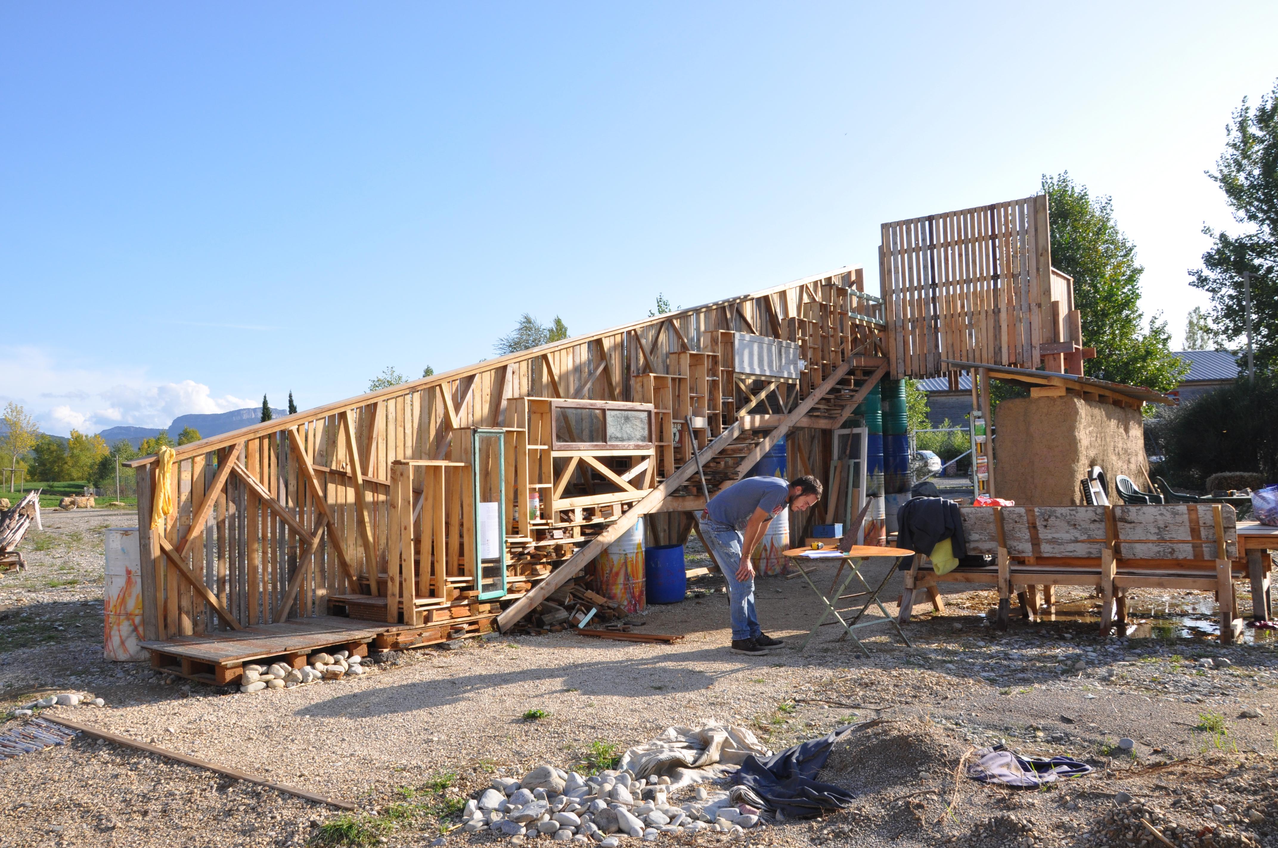 atelier intensif et interdisciplinaire de construction en matériaux soutenables