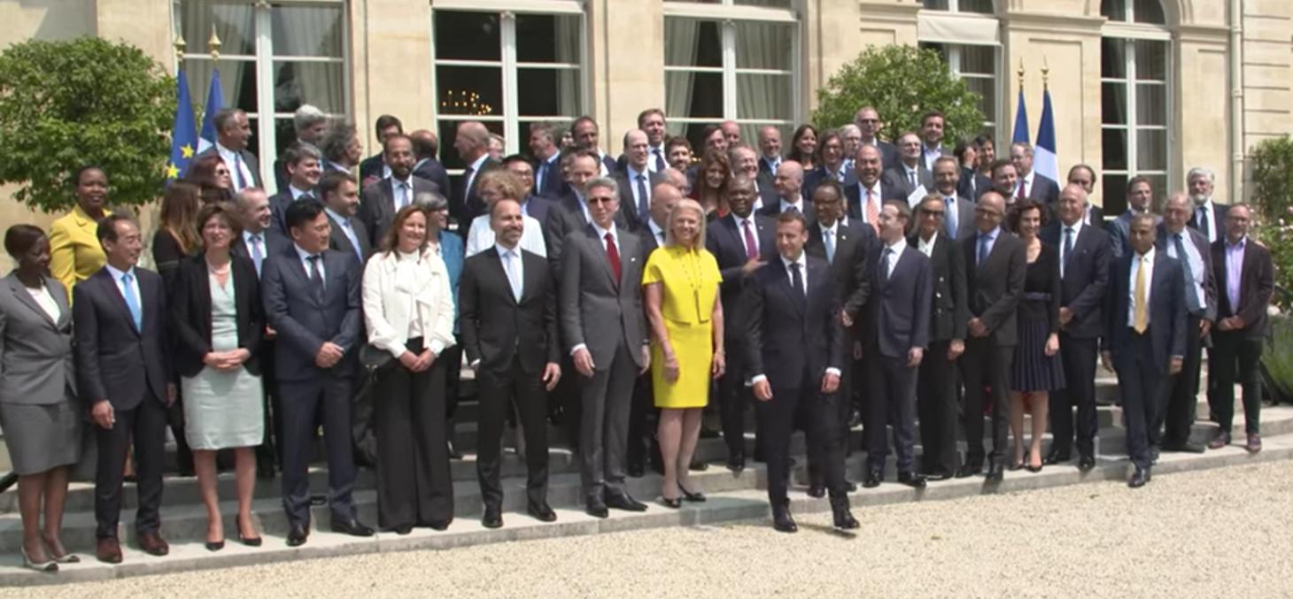 Emmanuel Macron avec les dirigeants d'entreprises du numérique présentes à Tech for Good, le 23 mai 2018 à l'Elysée. Tech for good/YouTube