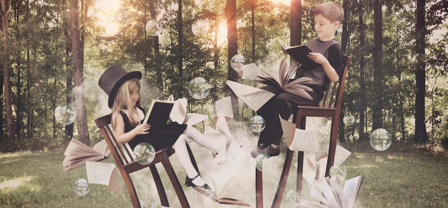 Plutôt que de proposer une vision univoque du monde, la fiction peut amener les jeunes lecteurs et lectrices à interroger la société qui les entoure. Shutterstock