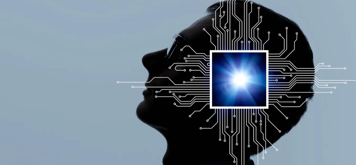 Concept d'implant cérébral. metamorworks / Shutterstock