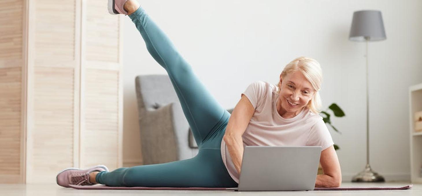 Les « Engagés » constituent une catégorie de seniors particulièrement adeptes du digital pour les accompagner dans leur pratique sportive. AnnaStills / Shutterstock