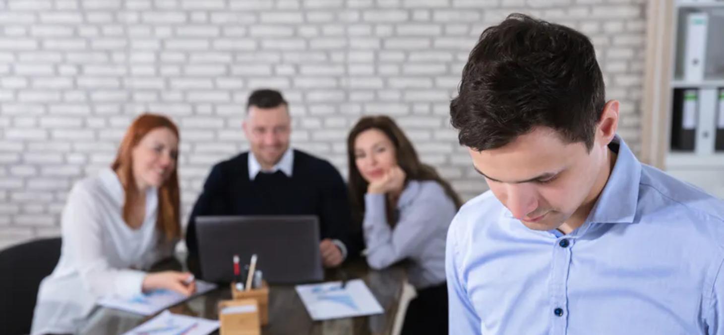 Les enquêtes quantitatives montrent qu'environ 15 % des personnes harcelées dans une société moderne appartiennent au milieu universitaire. Andrey Popov / Shutterstock
