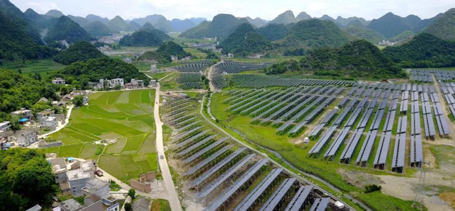 Installations solaires dans la province de Guizhou (sud-ouest de la Chine), en 2017.