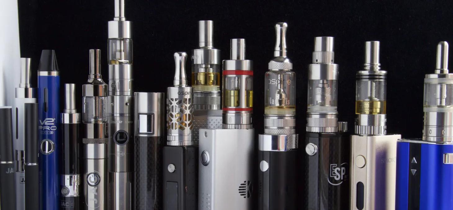 E cigarettes stylo, Vape, vapoteuse… Le marché de la cigarette électronique a explosé, en termes de produits et de bénéfices. Ecig Click / Flickr, CC BY-SA