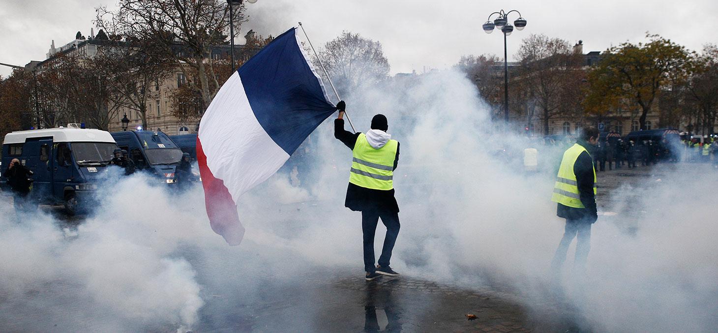 Des manifestants portant un gilet jaune, Paris, 1er décembre 2018. © Alexandros Michailidis / Shutterstock