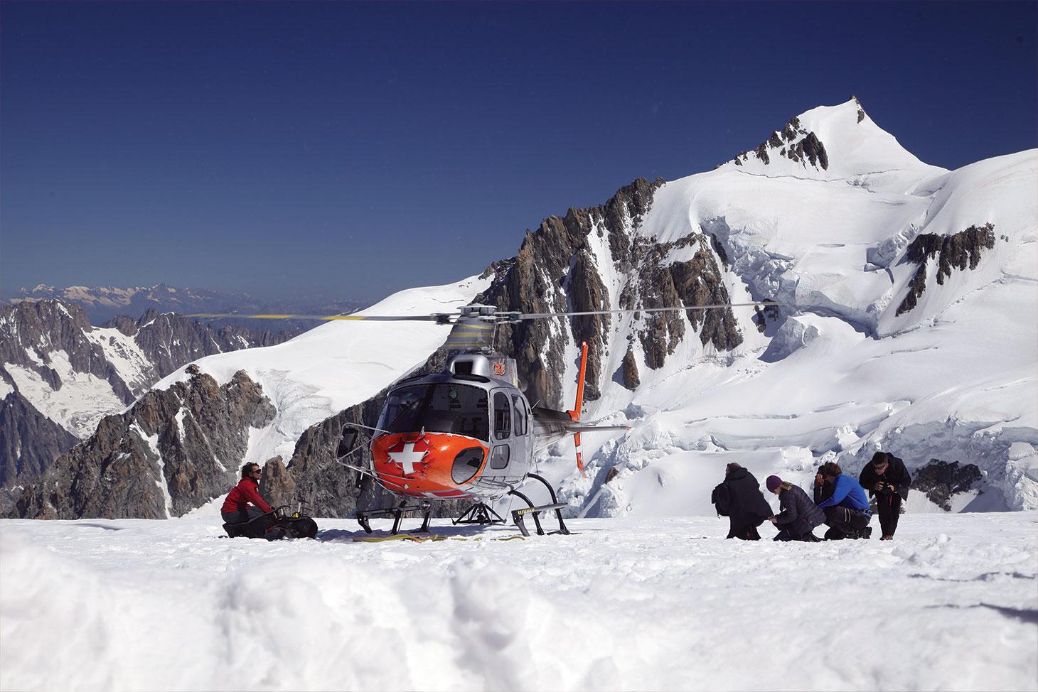 Ice Memory a suscité un engouement médiatique en France et à l'international. Des journalistes de l'AFP et de la BBC sont montés rencontrer les scientifiques sur les lieux du forage.