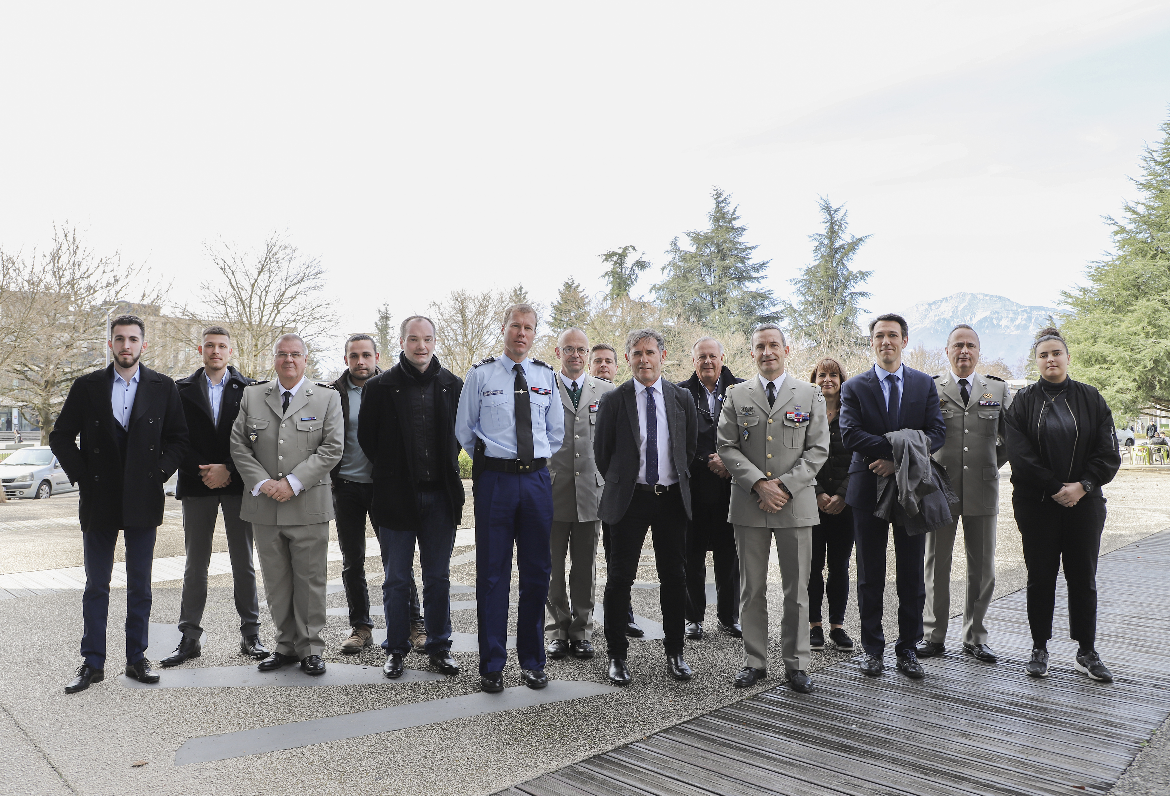L'Université Grenoble Alpes a signé mardi 12 mars dernier sur le campus de Saint Martin d'Hères deux conventions avec l'armée pour permettre une meilleure reconnaissance académique des étudiants et des personnels engagés dans la Réserve militaire ou dans la Garde nationale et pour renforcer ses liens avec la 27e Brigade d'infanterie de montagne.