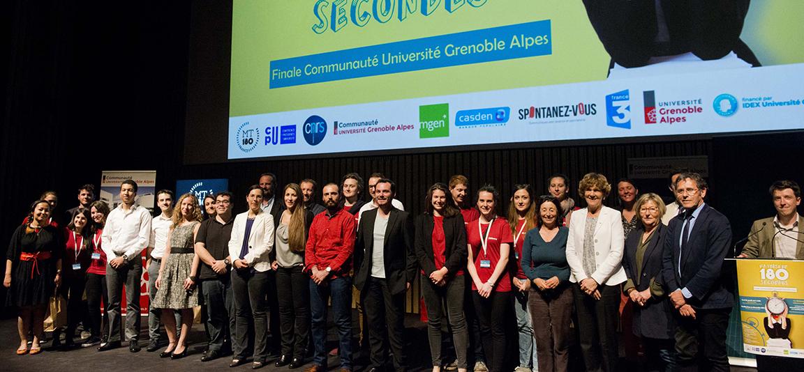 Candidats, jury, organisateurs et partenaires de cette finale MT180. © Communauté Université Grenoble Alpes/François Henri