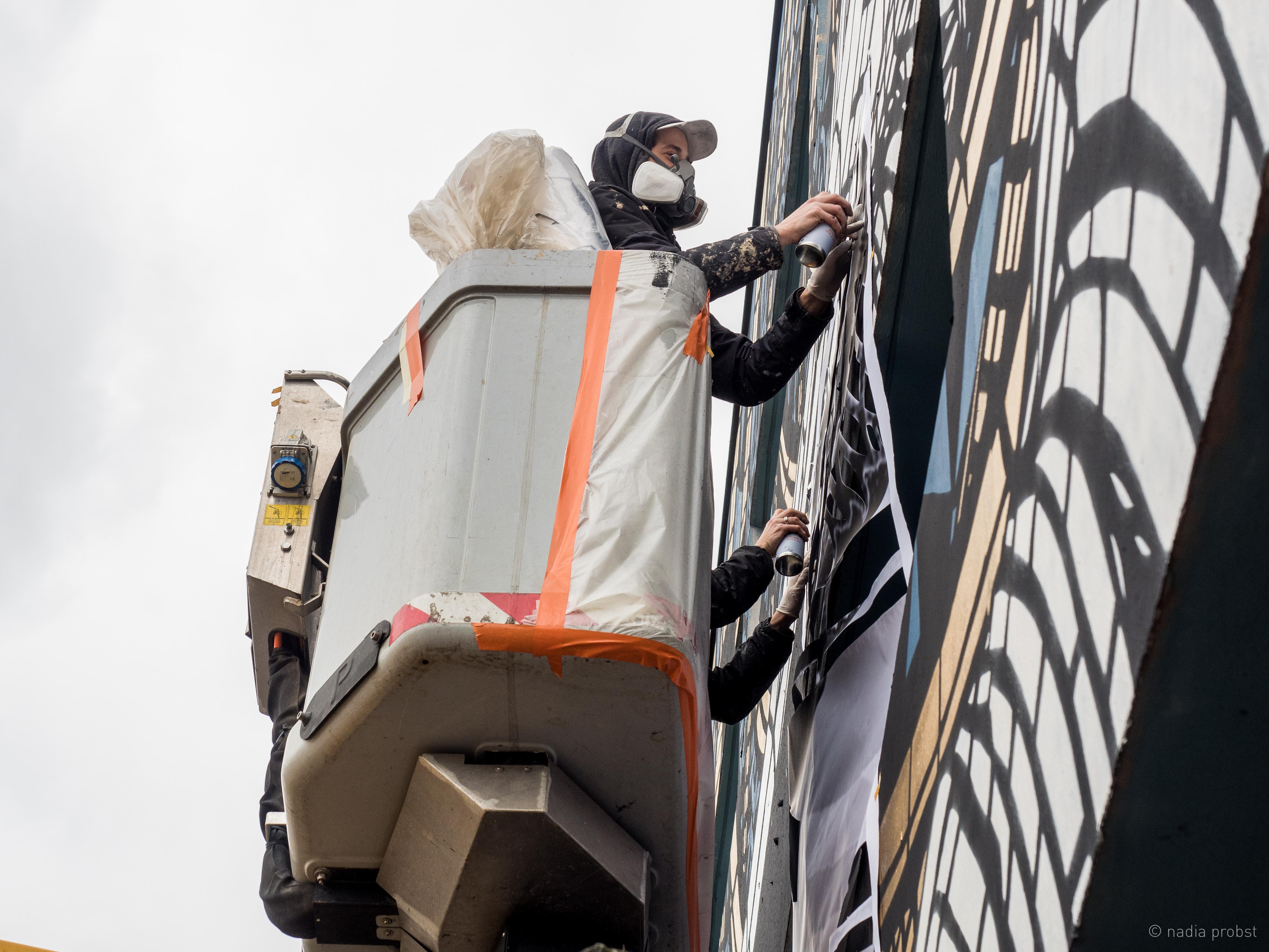 Street art : le collectif Monkey Bird s'empare de la façade de l'Institut des Médias et de la Communication de l'UGA