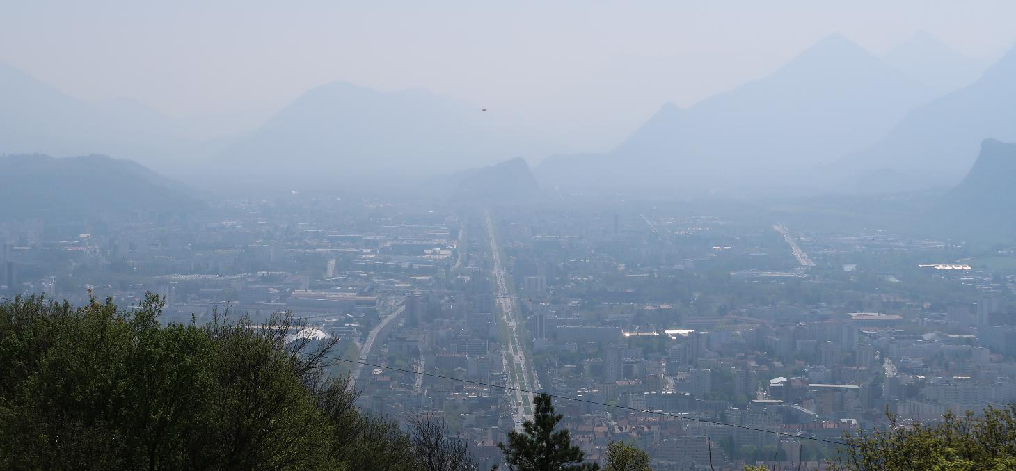 Grenoble, une des agglomérations françaises régulièrement touchées par des pics de pollution. Shutterstock