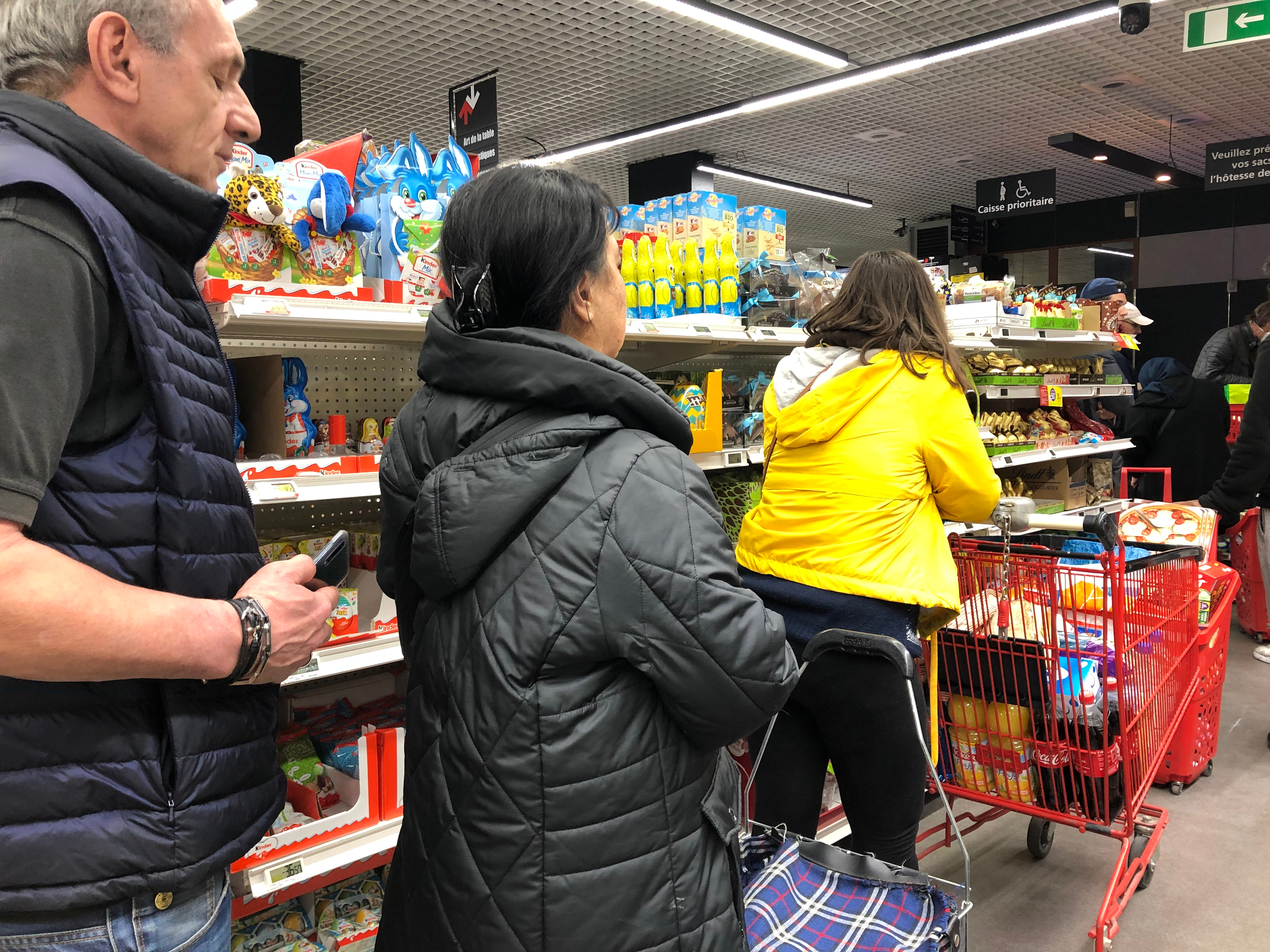 Ruée sur un supermarché juste quelques heures avant l'annonce de confinement. Shutterstock