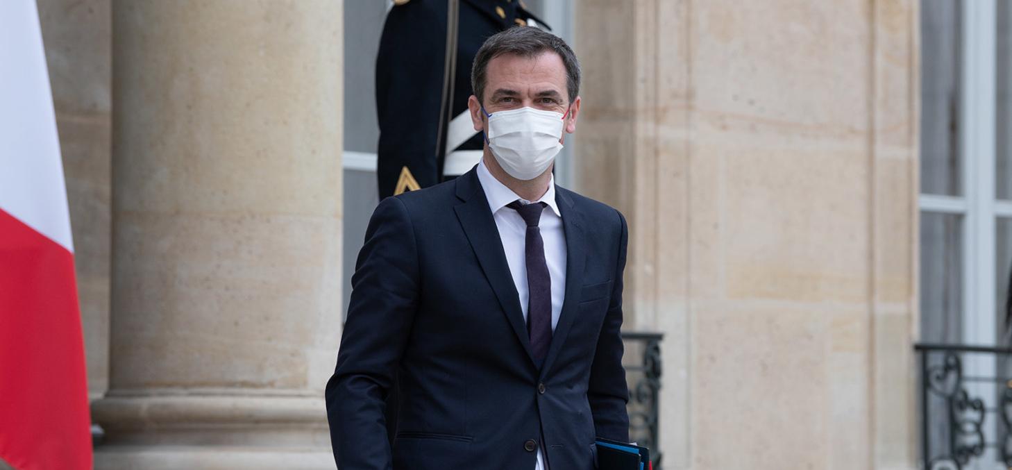Le ministre de la Santé Olivier Veran à l'Elysée le 17 mars : la crise sanitaire aura-t-elle raison de la vie politique ? - Shutterstock