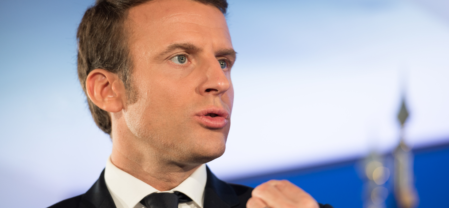 Emmanuel Macron prononce son discours aux Mureaux sur la question du « séparatisme » le 2 octobre 2020. Shutterstock