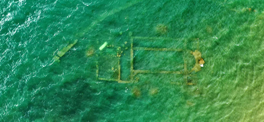 Vue aérienne de la basilique immergée sous le lac Iznik à Bursa, Turquie. Murattellioglu/Shutterstock