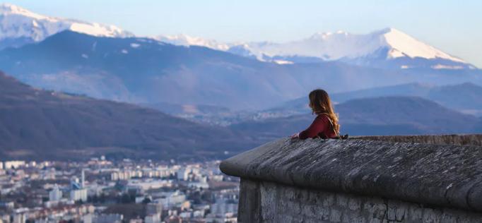 Vue de Grenoble depuis le fort de la Bastille. Sophie Keen/Unsplash, CC BY-SA