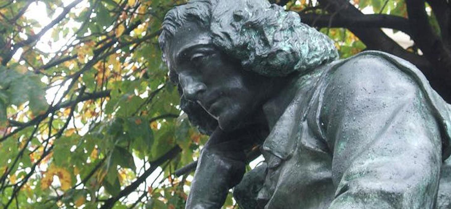 Une statue de Spinoza à la Haye. © Leon K / Wikipédia, CC BY-SA